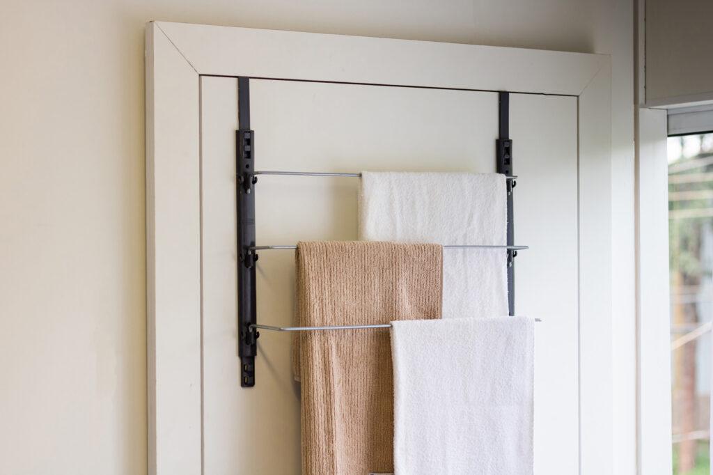 Toalheiro de porta para organização do banheiro