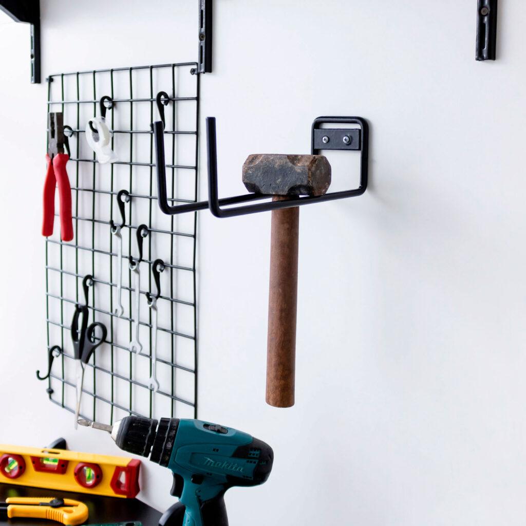 Suporte para escadas e ferramentas aramado