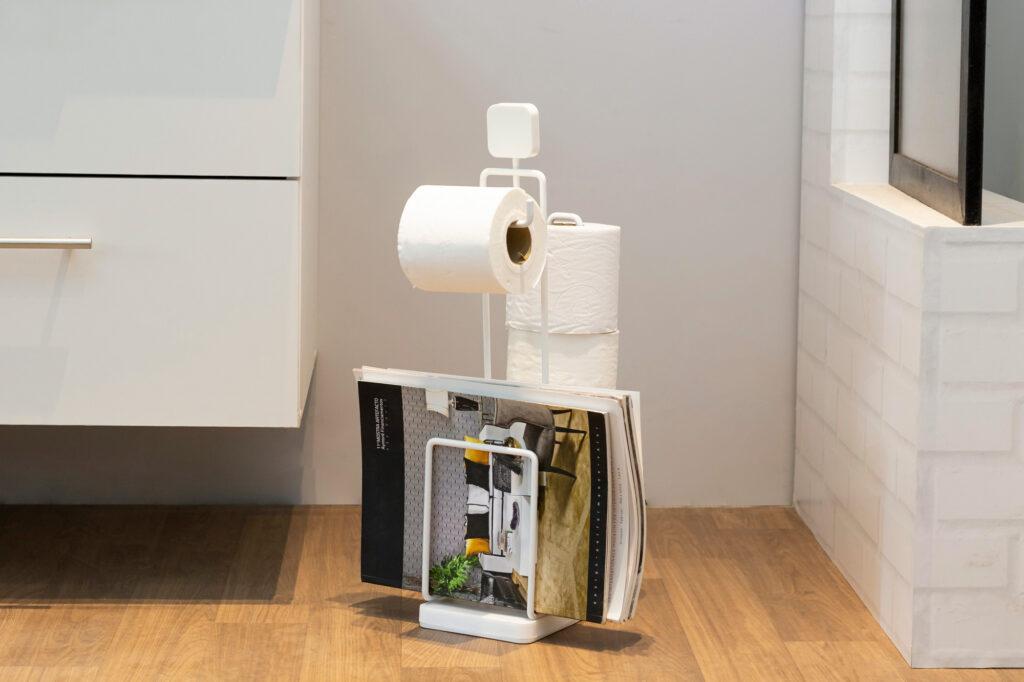 Papeleira com porta revistas aramado para organização do banheiro