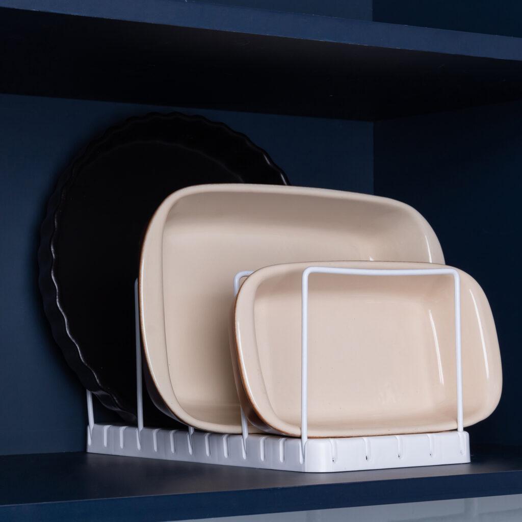 Organizador de formas e travessas para armário