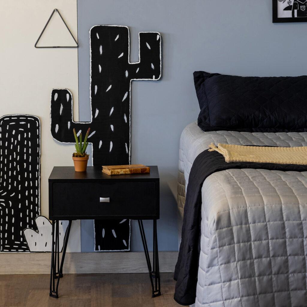 Mesa de cabeceira com gaveta - Linha Grid - Aramado com madeira