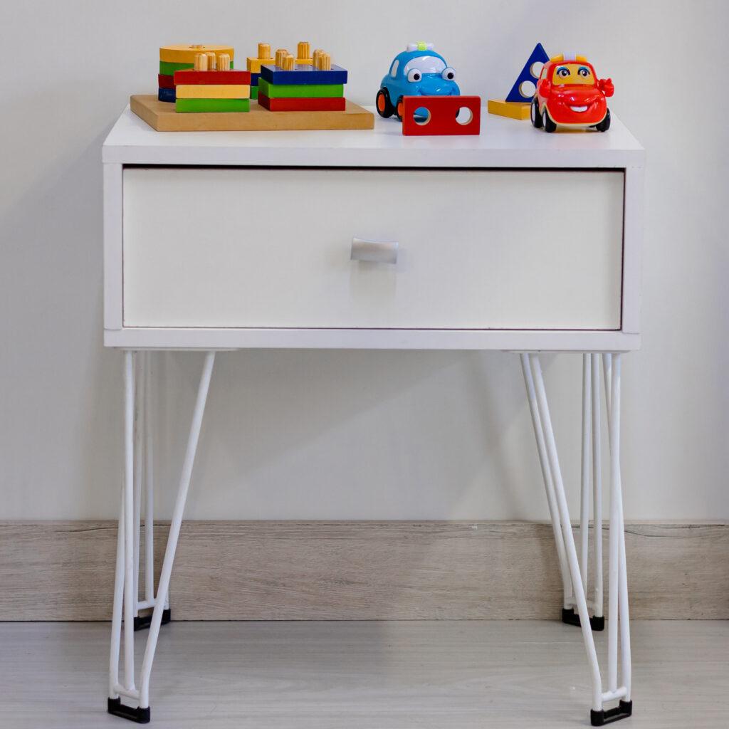 Mesa de cabeceira com gaveta
